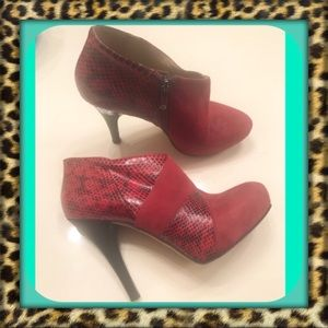 👑Red Via Spiga Suede/Snake style ankle booties